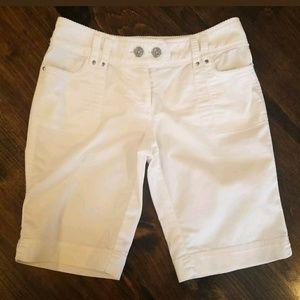 White House Black Market white Bermuda shorts 00